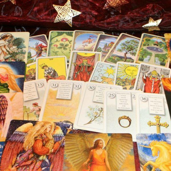 Weekly Tarot Predictions by Maanya Kohli, Lady of Tarot